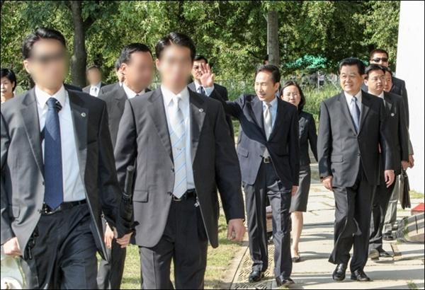 2008년 8월 26일 서울숲에서 열린 한중 청년 대표단 간담회(후진타오 중국 주석 방한) 당시 경호원들이 기관총을 휴대하고 있는 모습