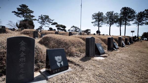 맹 시장을 비롯한 시민들은 5.18 민주묘역 참배를 마친 후 5월 영령들의 묘역을 찾아 일일이 참배를 했을 뿐만 아니라 구묘역도 찾아 참배와 헌화를 마쳤다.