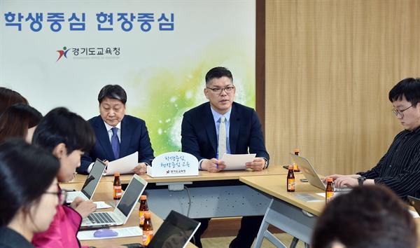 김주영 경기도교육청 대변인(우)과 최종선 교육과정국장(좌)