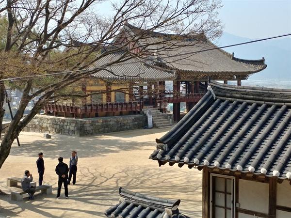 박시춘 옛집터에서 바라본 밀양 최고 관광지 영남루. 영남루 입구에 박시춘 옛집이 있다.