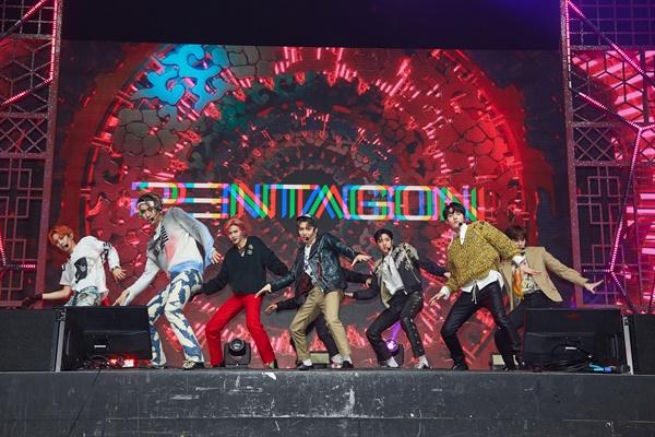 펜타곤 펜타곤이 미니 8집 앨범 <지니어스>를 발매하고 컴백했다. 타이틀곡은 '신토불이'다.