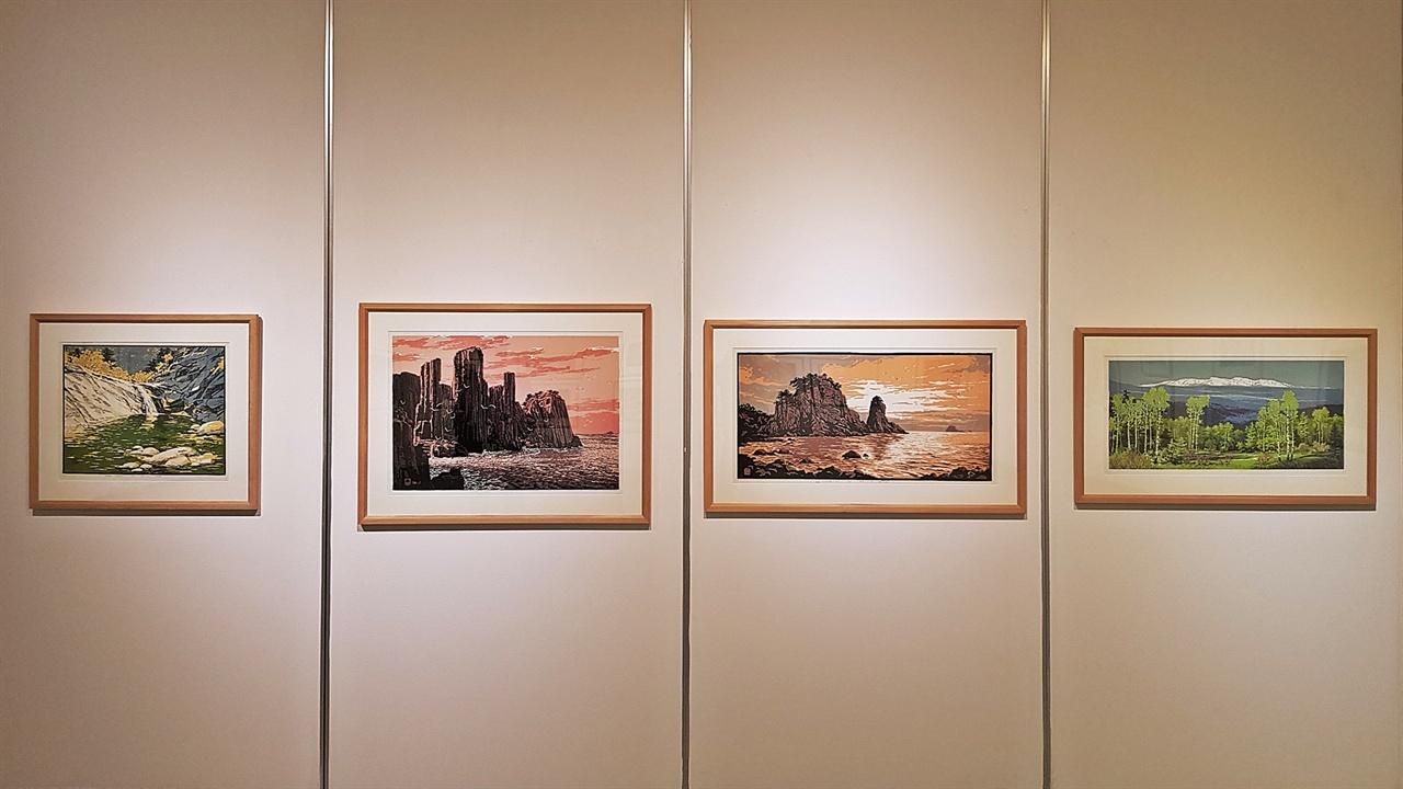북한의 풍경 판화 금강산과 백두산 등 북한의 아름다운 풍경을 다룬 작품들은 한 점 집에 걸고 싶은 욕심이 난다.