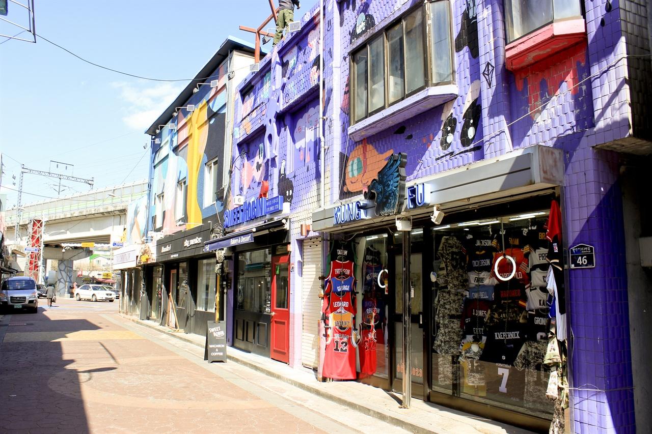 동두천 보산역 인근의 외국인 관광특구의 모습.