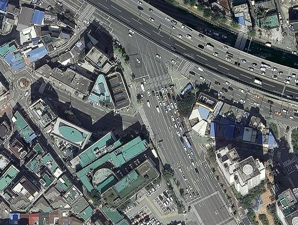 종암사거리의 위성 사진 사진의 중앙이 유턴 지역이다.
