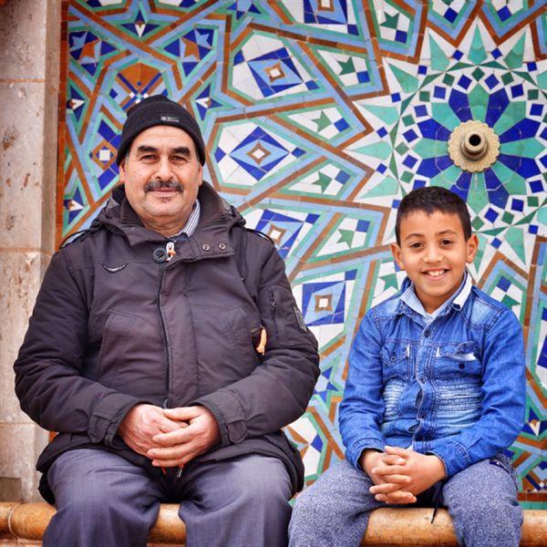 카사블랑카에서 만난 아들과 아버지. 소년은 호기심이 많아서 나에게 계속 말을 걸었으나, 내가 아는 아랍어는 안녕, 고마워, 두 가지 밖에 없었다.