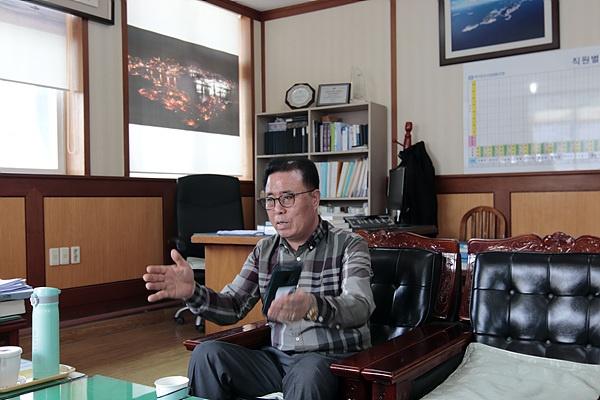 9년간의 추자도 수산업협동조합장직 퇴임을 하루 앞둔(3월 19일) 이정호 회장과 함께 대화를  나눴다.