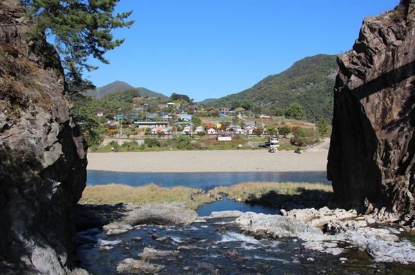 토계리 칼바위(劍巖)와 팔봉마을