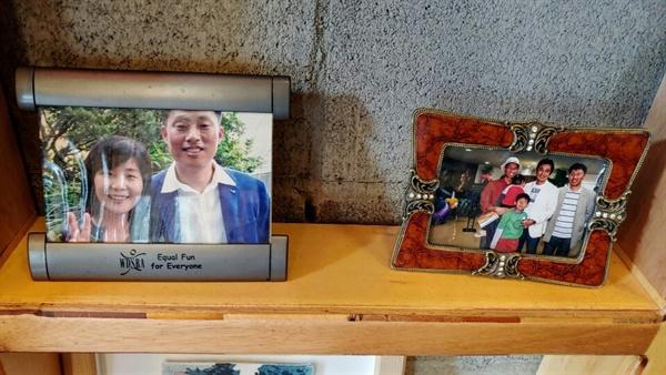 이상엽과 박옥순 장애운동하는 박옥순과 자원봉사자로 만난 이상엽은 선후배에서 부부로, 동지와 친구로 아름답게 늙어가고 있다.