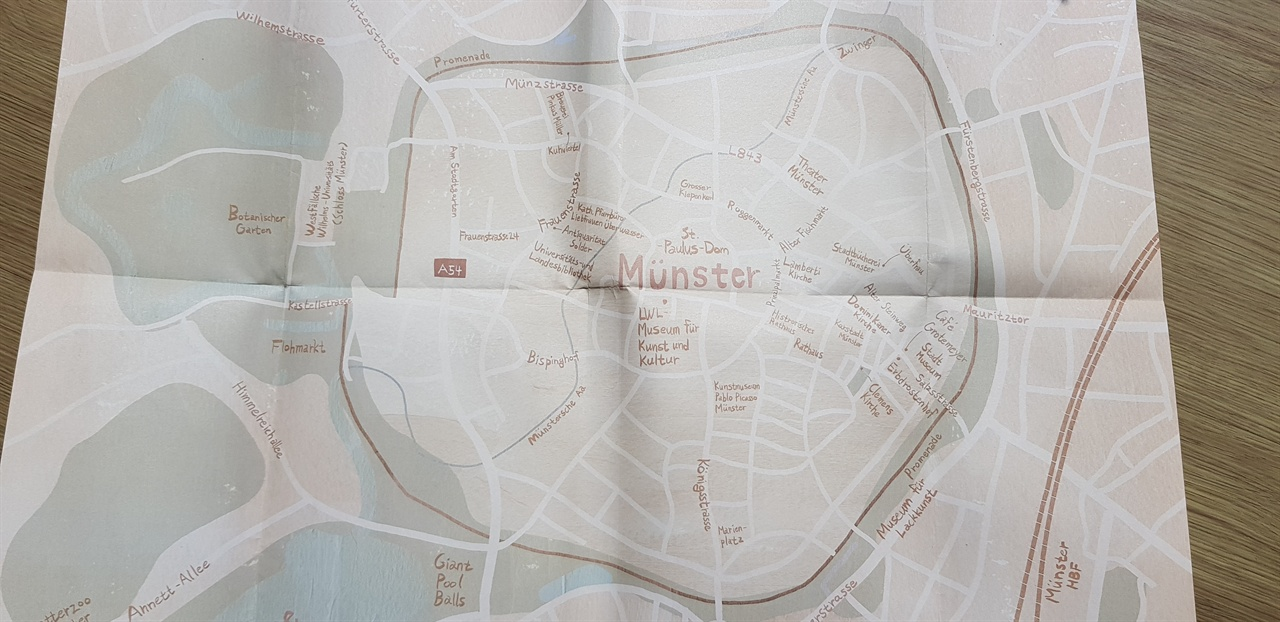 책 표지를 펼치면 나오는 뮌스터 지도, 둥근 원이 '푸른 반지'길이다