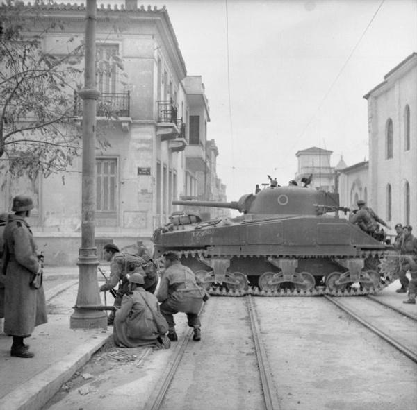 그리스 내전 직전의 아테네 상황.