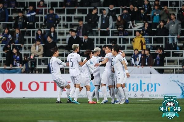2019년 4월 3일 인천축구전용경기장에서 열린 K리그1 인천 유나이티드와 대구 FC의 경기. 대구 김진혁의 득점 후 선수들이 기뻐하고 있다.