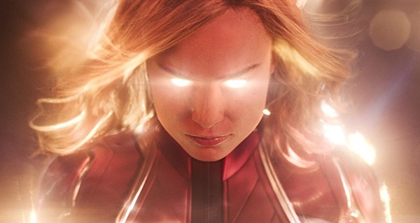 캡틴 마블이 자신의 힘을 각성하고 적을 물리치는 과정에서 노 다웃의 'Just a girl'이 흥을 더한다.