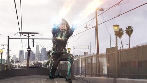 <캡틴 마블>은 1995년의 캘리포니아를 스크린으로 옮겨 밀레니얼 세대의 향수를 자극한다.