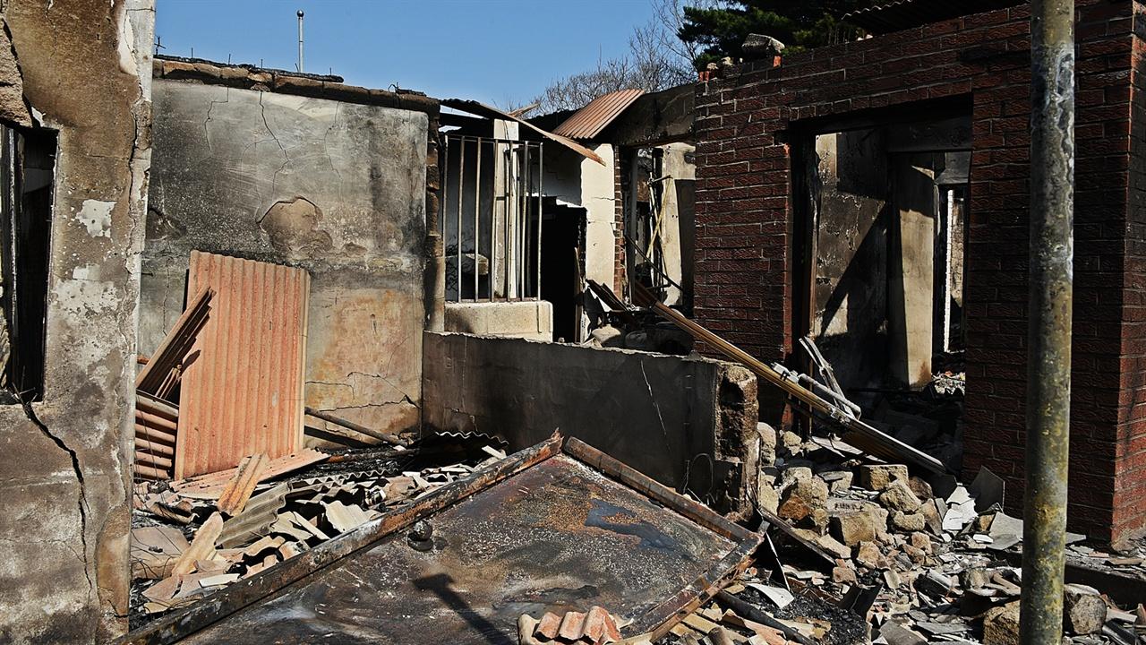 전소된 인가 속초시와 고성군의 많은 가옥이 불에 전소됐다. 그러나 뉴스에 속초 전역으로 불길이 번지는 줄 알았던 많은 이들이 있다. 속초시는 한화콘도에서 영랑호골프장을 거쳐 속초의료원 근방까지 불길이 미쳤다.