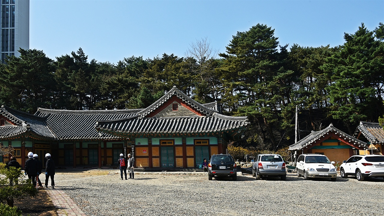 보광사 화마가 스쳐 간 보광사는 주변은 불에 탔으나 사찰과 부속건물은 온전하게 보존됐다.