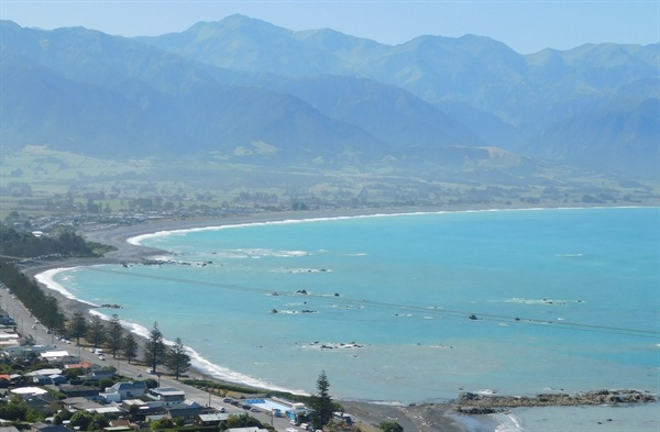 산과 바다가 어우러진 곳에 자리 잡은 아담한 동네, 카이코우라(Kaikoura)