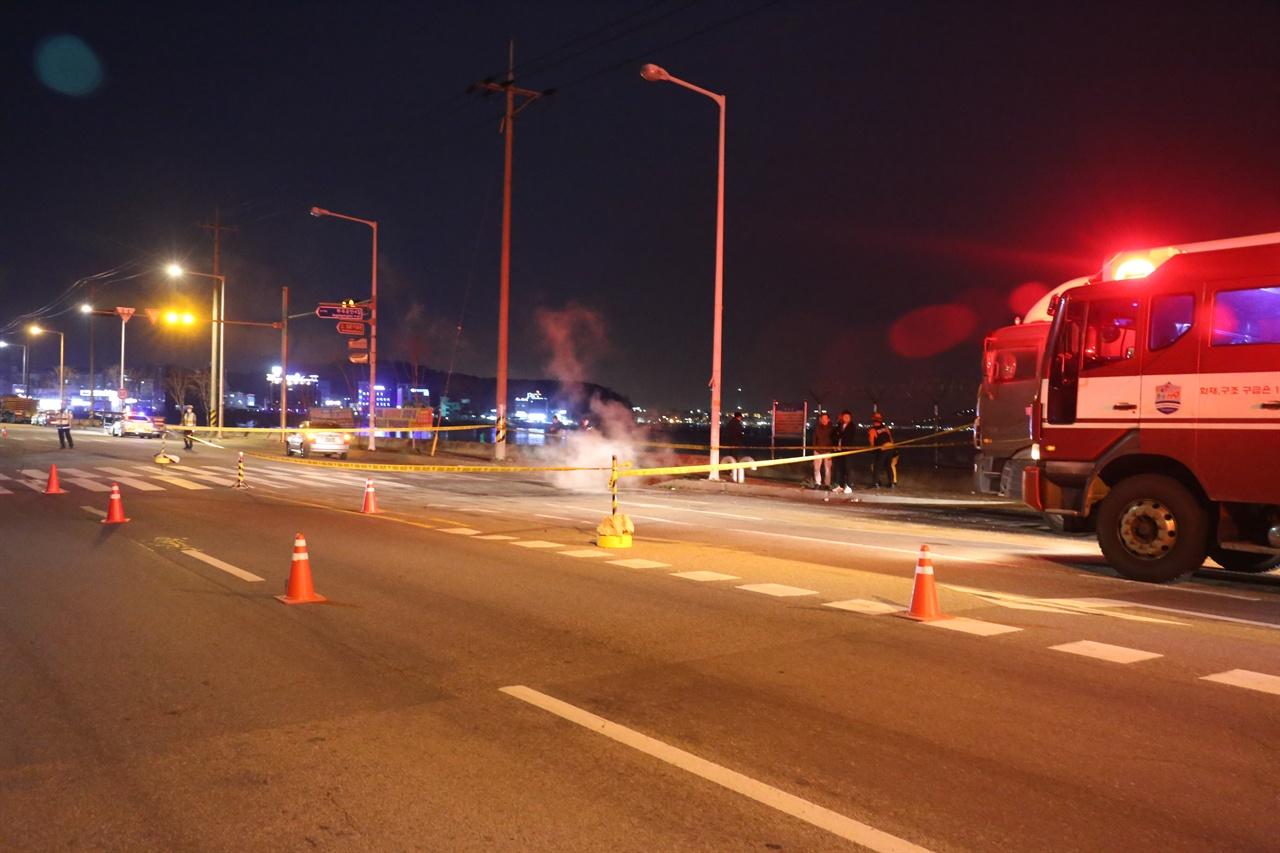 부곡공단 싱크홀 충남 당진시 송악읍 부곡공단에서 도로 한 복판에 싱크홀이 발생했다.