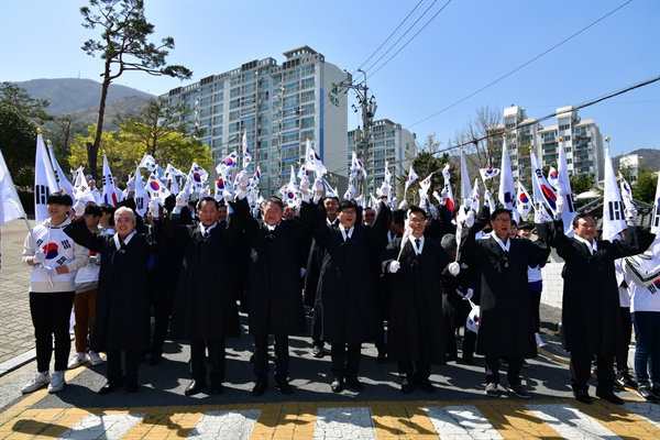 거제시가 주최하고 아주동번영회에서 주관한'제9회 아주 4·3독립만세운동'기념행사가 6일 아주동 일원에서 개최됐다.