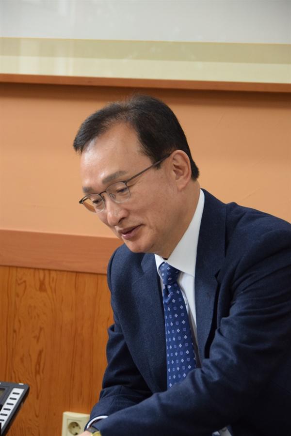 """박 총장은 """"전남은 전국 16개 광역 시도 중 유일하게 의과대학이 없다""""며, """"의료취약지역 공공보건의료 인력 확충과 의료취약지역 주민의 의료 접근성 확대를 위해서 반드시 필요하다""""고 역설했다."""