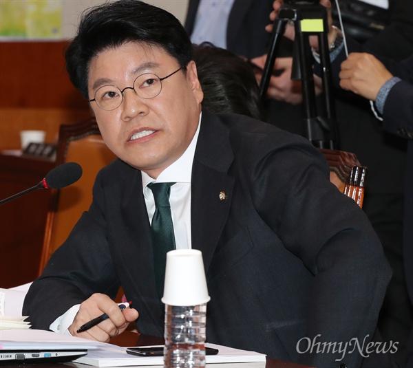 질의하는 장제원 의원 장제원 자유한국당 의원이 9일 국회 법제사법위원회 회의실에서 열린 문형배 헌법재판소 재판관후보자 인사청문회에서 질의하고 있다.