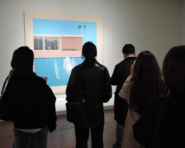 데이비드 호크니 I '더 큰 첨벙_수영장 시리즈' 캔버스에 아크릴물감 242.5×243.9cm 1967 ⓒ David Hockney