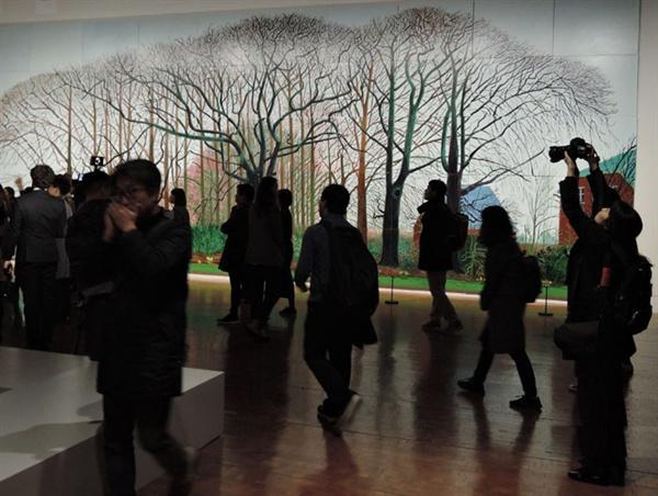 데이비드 호크니 I '물가의 더 큰 나무들(Bigger Trees Near Water)' 50개 캔버스 457.5×1220cm 2007