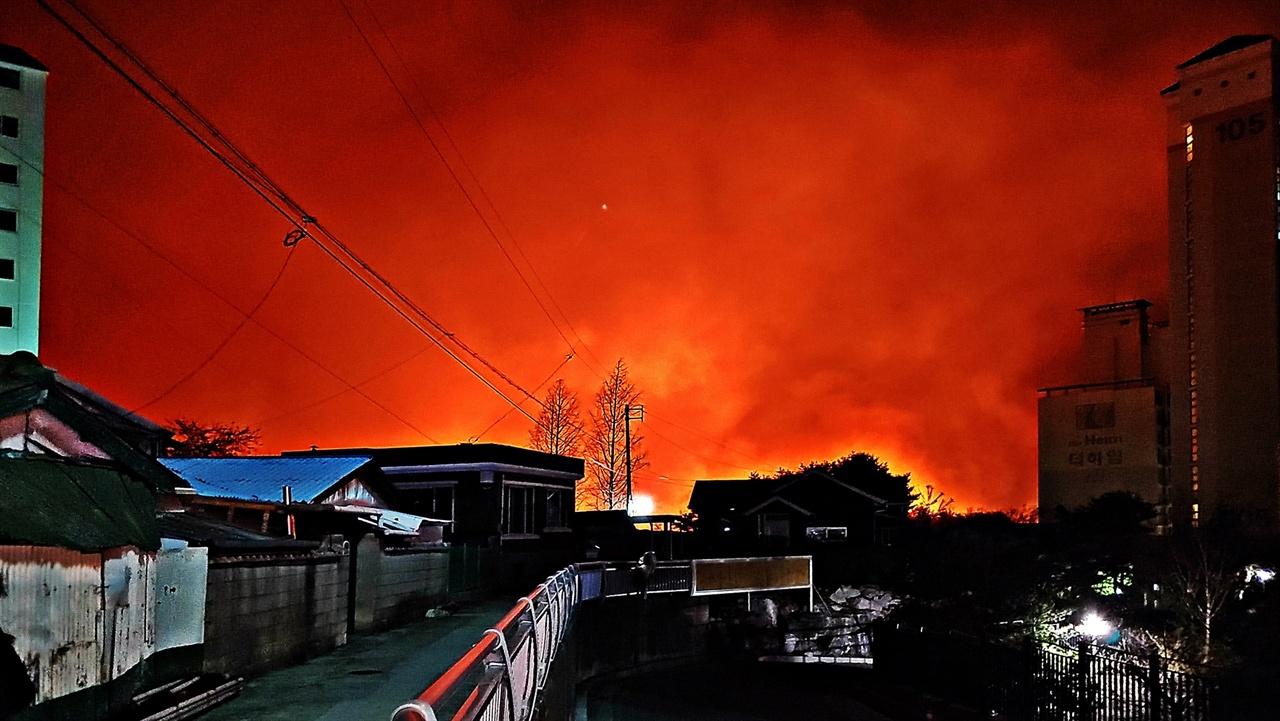 강원도산불 속초에 사는 친구의 다급한 전화와 생방송으로 만난 고성군 토성면 원암리 일성콘도 근처에서 발생한 산불이 속초시 동명동까지 확산됐음을 확인하고 달려갔다.