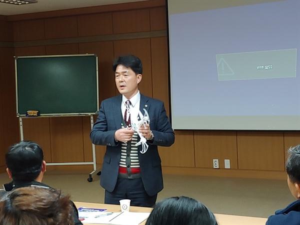 한영대학 평생교육원에서 드론교육중인 여수드론체험협동조합 권석환이사장의 모습
