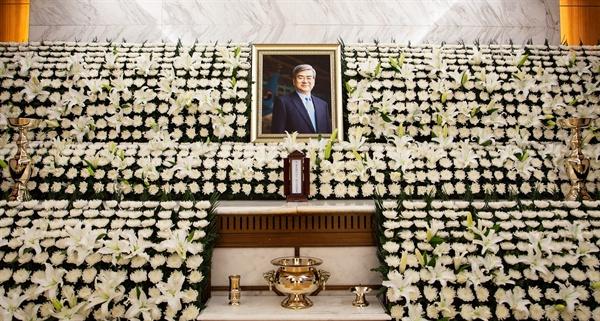 조양호 한진그룹 회장의 빈소가 12일 서울 서대문구 신촌 세브란스 병원 장례식장에 마련됐다. 발인은 16일이다.