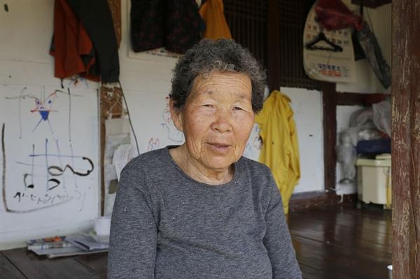 """쇠실마을에서 만난 '배실댁' 안금순 어르신. 어르신은 """"김구 선생 덕분에 외지사람들이 심심찮게 마을을 찾고 있다""""고 했다."""