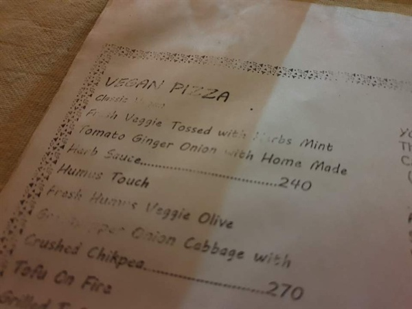 한 레스토랑의 메뉴판. 비건 메뉴만 수십 가지다. 비건 피자만 해도 대여섯 종류는 된다.
