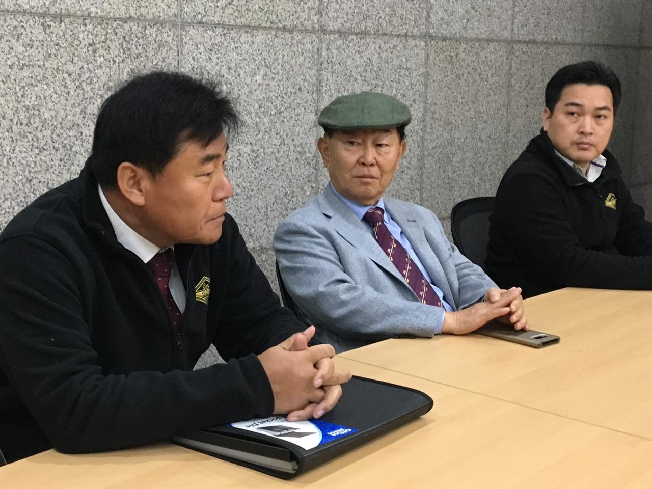 15일 콜텍 노사가 교섭을 재개했다(왼쪽에서 두번째가 박영호 사장)
