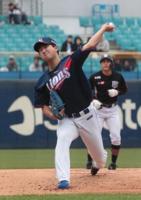 지난 14일, kt wiz와의 경기에서 역투하는 최채흥