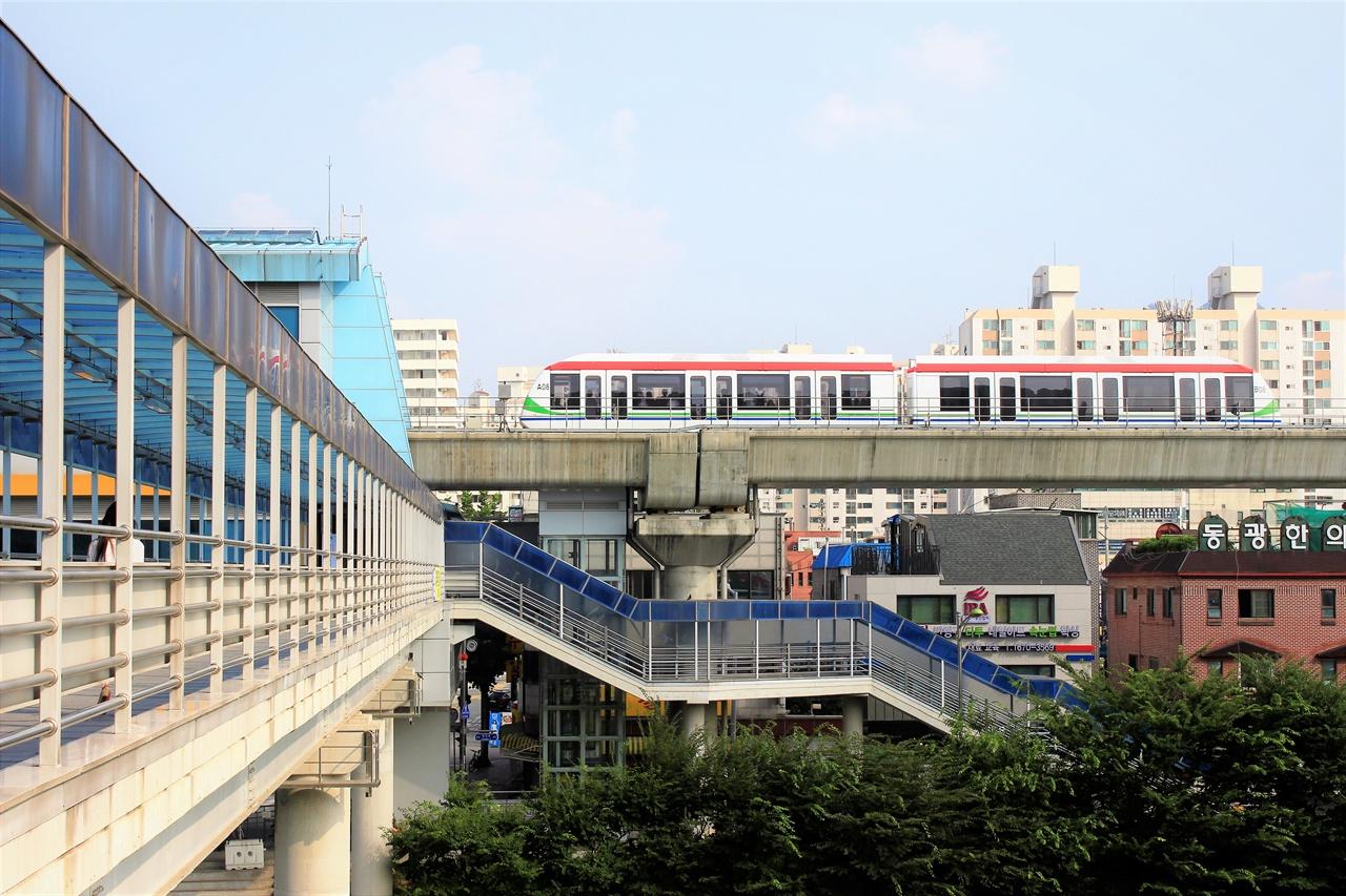수도권에서 운행되고 있는 의정부 경전철. 의정부경전철처럼 서부선과 강북횡단선은 경전철로 추진될 전망이다.