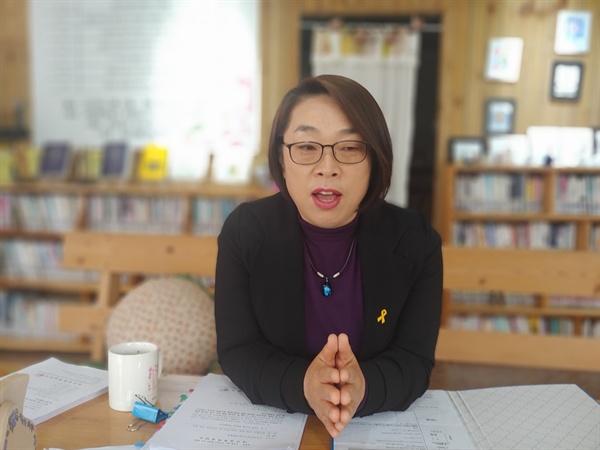 회유, 협박, 교사를 주장한 민덕희 의원에 대한 퇴진운동에 나선 여수사회복지연합회 김선관 회장 모습