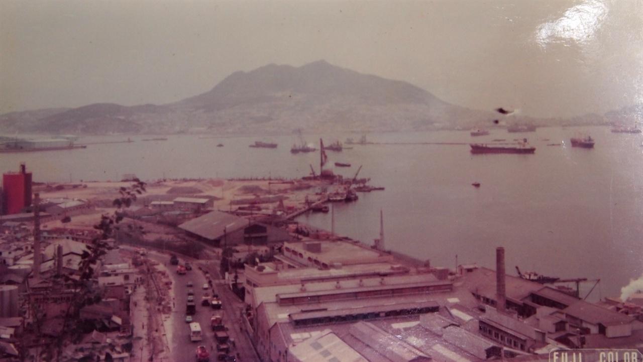 영선씨 앨범에서 나온 1970년대 마산자유무역지역 전경