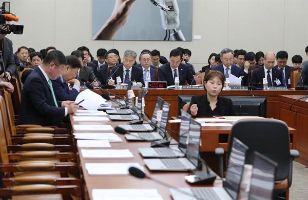 17일 국회에서 열린 제1차 과학기술정보방송통신위원회 전체회의가 자유한국당 의원들의 불참으로 지연되고 있다.