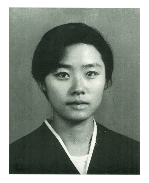 김귀정의 초상 성대 불문학과 88학번 김귀정은 91년 공안통치분쇄 시위과정에서 산화하였다.