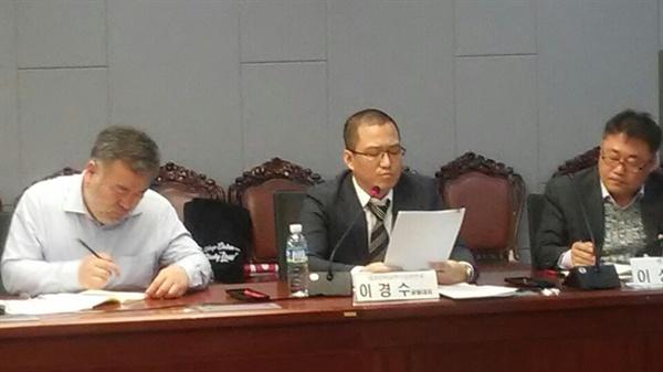 '변호사시험을 점검한다' 토론회에서 전직 교사였던 이경수 법조문턱낮추기실천연대 회장이 발언하고 있다.