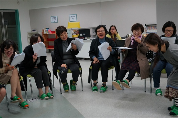 대본연습을 하는 동안 교육생들에게서는 끊임없는 웃음과 에너지가 분출되고 있다.