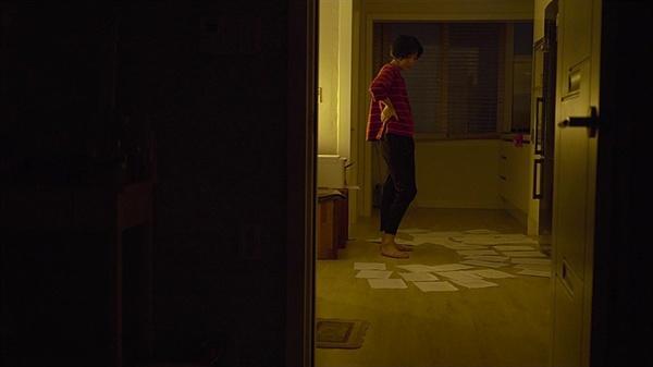 이 영화가 유의미한 건 진아가 슬픔을 소화하는 태도가 아닐까. 영화 <한강에게>의 한 장면.