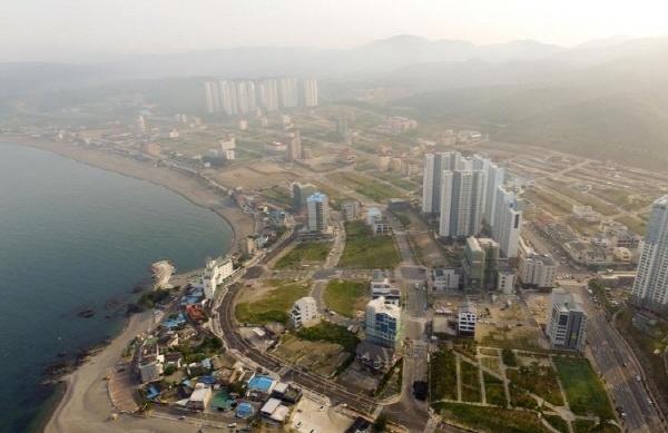 울산 북구 강동지역. 롯데측이 관광단지를 조성하다 중단돼 있다