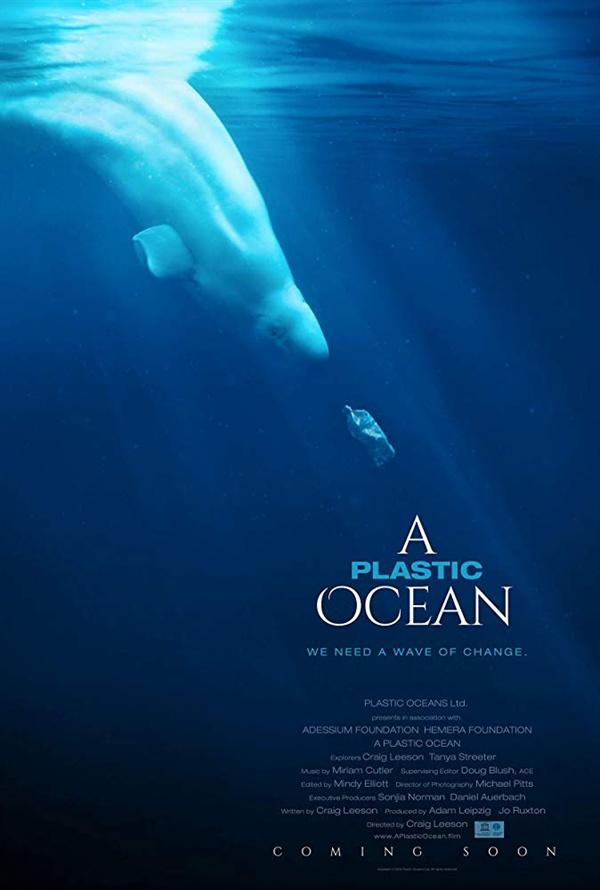 <플라스틱, 바다를 삼키다> 포스터