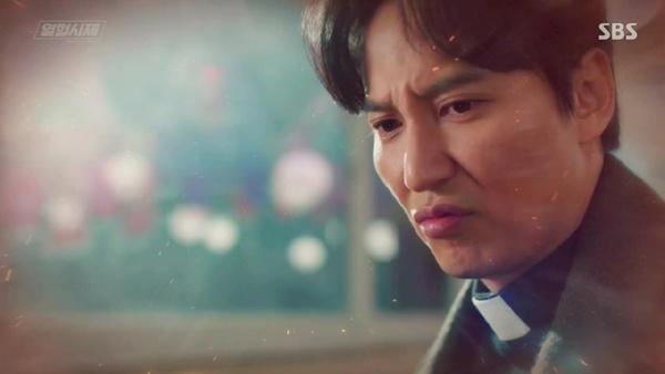 김남길은 <열혈사제>에서 코믹하면서도 다혈질적인 김해일 신부의 매력을 극대화했다.
