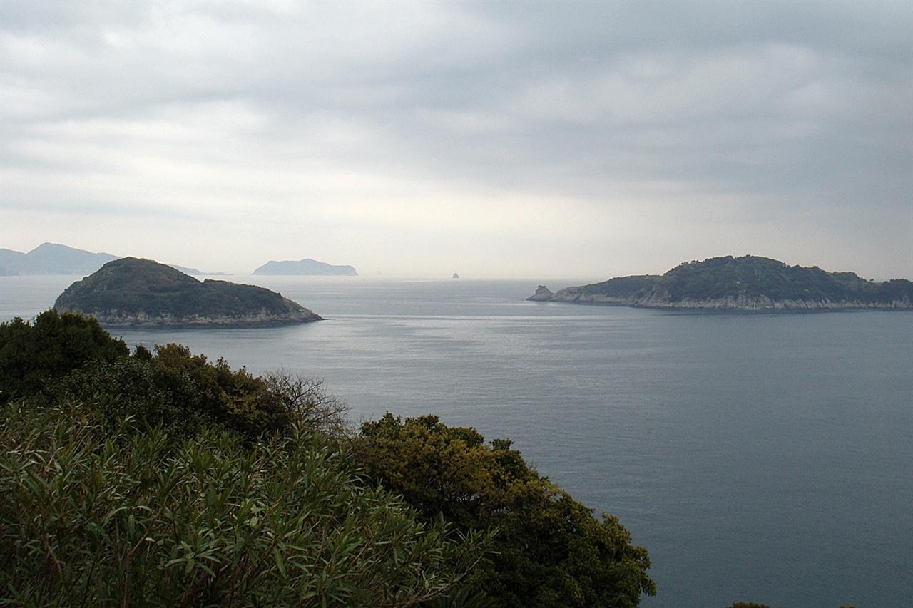 장사도해상공원 중앙광장에서 바라다 본 남해안 섬들의 모습