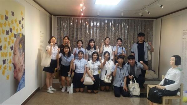 천안과 아산의 청소년들은 자발적으로 학교에서 모금활동을 하는 등 적극적이었다.