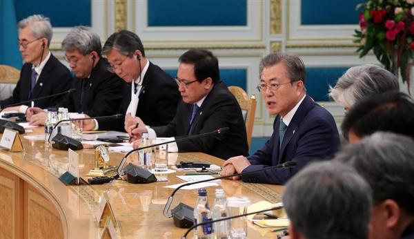 카자흐스탄을 국빈 방문 중인 문재인 대통령이 22일 오후(현지시간) 누르술탄 대통령궁에서 열린 카심조마르트 토카예프 신임 대통령과의 확대 정상회담에서 발언하고 있다.