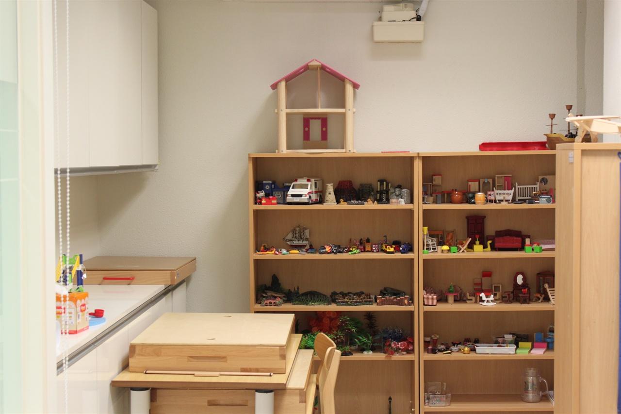 저학년을 위한 놀이치료가 준비되어 있는 Wee센터의 놀이방