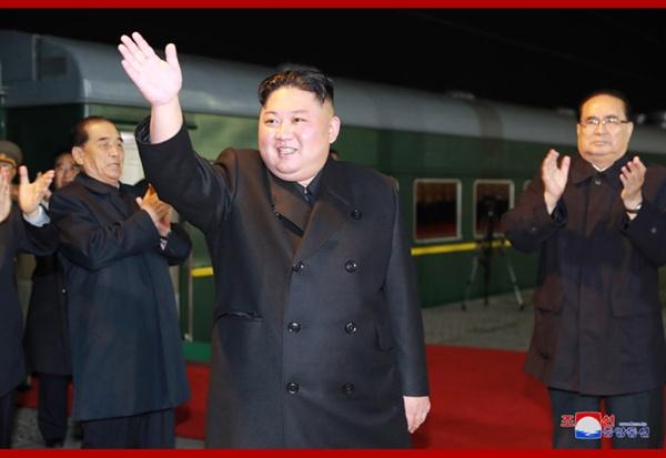 김정은 방러 북의 김정은 국무위원장이 24일 러시아로 향했다. 그는 이날 오전 10시 40분께(현지시각) 러 국경을 넘은 것으로 알려졌다.