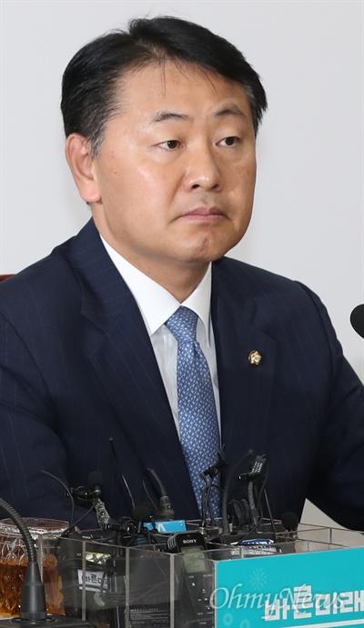 바른미래당 김관영 원내대표가 24일 오전 국회에서 열린 최고위원-중진의원 연석회의에 참석하고 있다.